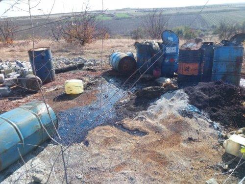 Под Запорожьем образовалась огромная свалка опасных отходов: вокруг стоит вонь