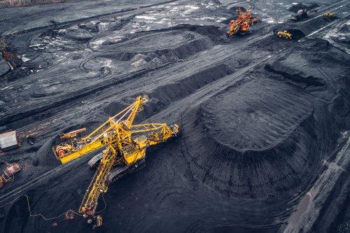 """В Україні поступово закриють всі вугільні шахти: чого чекати від """"зеленої"""" ініціативи"""