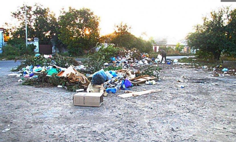 В центре Николаева образовалась стихийная свалка мусора